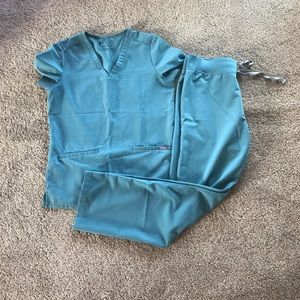 Figs scrubs SET